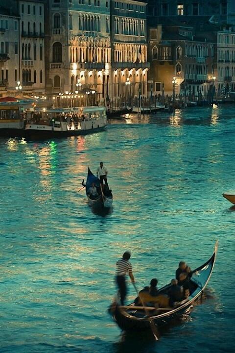Venecia at night proximamente teendre un viaje