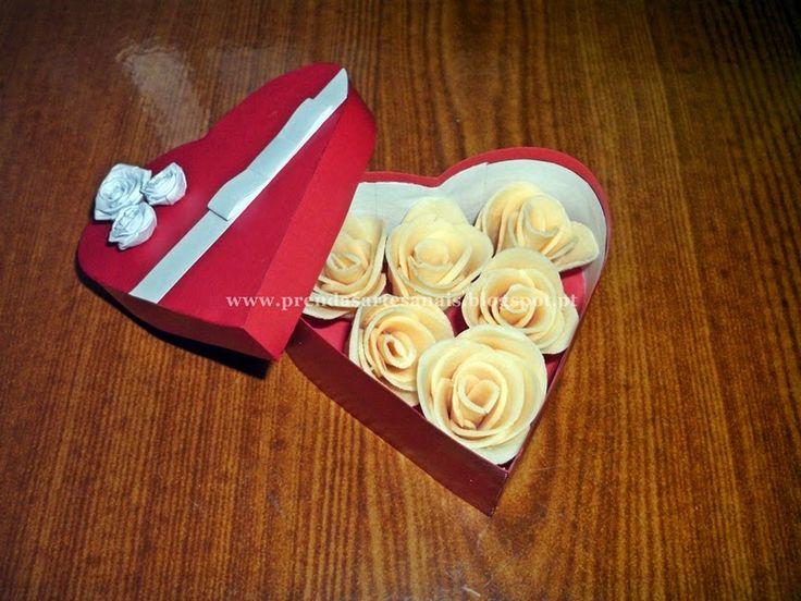 Rosas de sabonetes em caixa coração