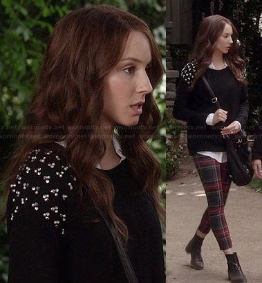 Leggings a cuadros rojos de Spencer y negro perla suéter tachonado en Pretty Little Liars