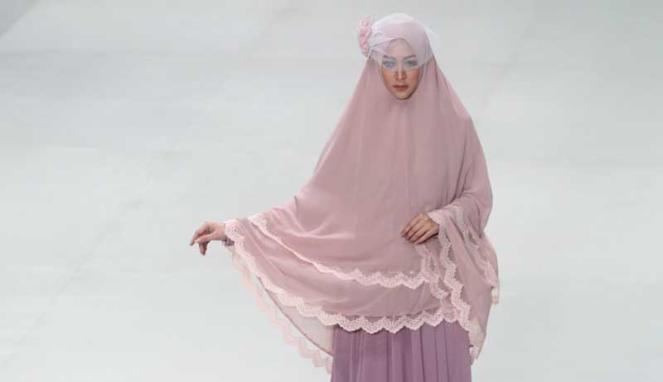 Muslim wedding dress and khimar by merry pramono, Indonesia Fashion Week 2014 #khimar #syari #wedding #hijab #indonesia