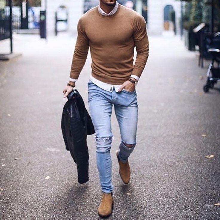 Ein Hemd unter einem Pullover ist die perfekte Kombination aus Smart und Casual.