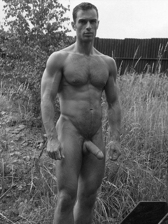 парней сайта знакомств голых фотографии с
