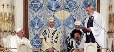 ::+:: Le combat du Vatican pour rompre avec l'antisémitisme -  En un temps où une vision fanatique de la religion inspire la plupart des guerres et le terrorisme (au Moyen-Orient, en France, jusqu'au Burkina Faso), il faut se réjouir de la visite que vient de faire le pape François, dimanche 17 janvier, à la grande synagogue de Rome. Un geste qui rassure, un peu, sur l'état du monde.