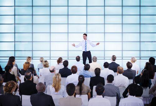 Diese Präsentationsfehler lassen jeden Vortrag zur Qual werden. Erst recht, da sie vermeidbar sind...   http://karrierebibel.de/praesentationsfehler/