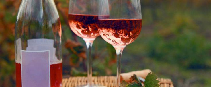S'il y a bien un type de vin qui se fait fréquemment «lapider» de méchancetés, c'est bien le rosé.  Whispering Angel