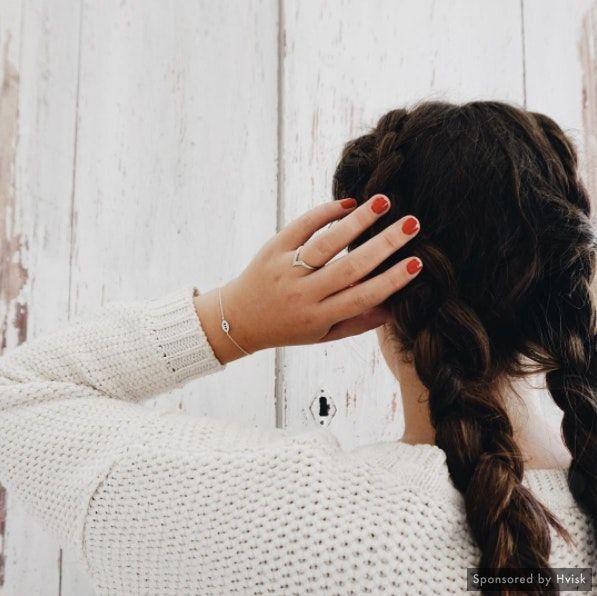 Styling by johanneappel - Hvisk Stylist Community #stylefashion #outfit #hair #inspo #inspiration #brownhair #longhair #braid #styleblogger #styleinspiration #shopping #styleblogger #hvisk #hviskstylist #jewellery #jewelry #silver #braids #braidstyles #sweater #sweaterweather #nails #nailpolish #white #fashionista