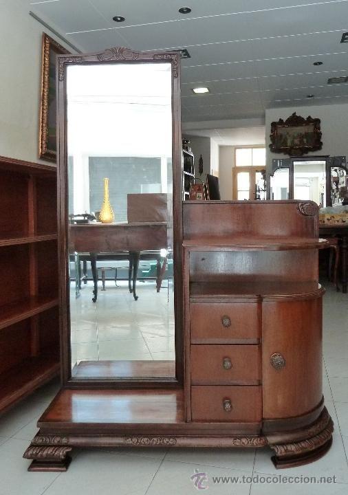 mueble de modista o tocador con espejo y cajones foto