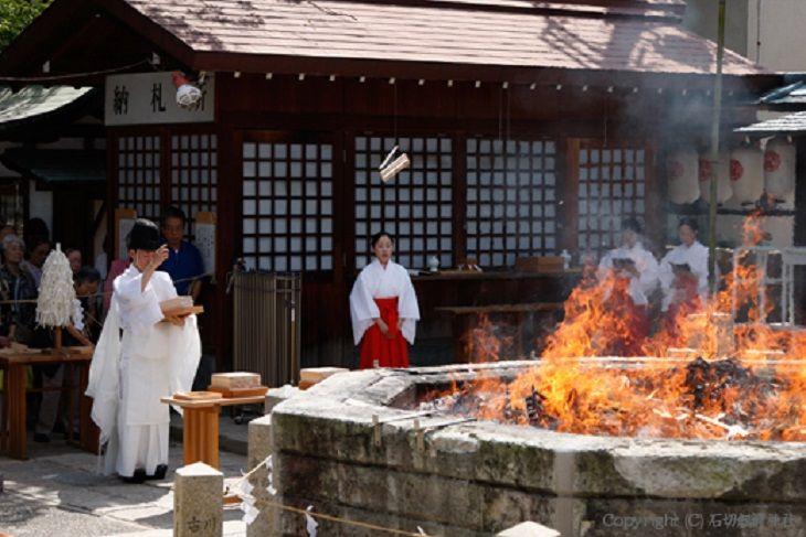 石切劔箭神社 神火祭(しんかさい)   8日   午前10時00分