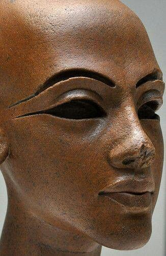 the bust of nefertiti and her The egyptian museum, with the famous bust of nefertiti, the portrait of tje and the berliner green head together with the papyrus collection, containing ca 60 000 textdocuments written in.