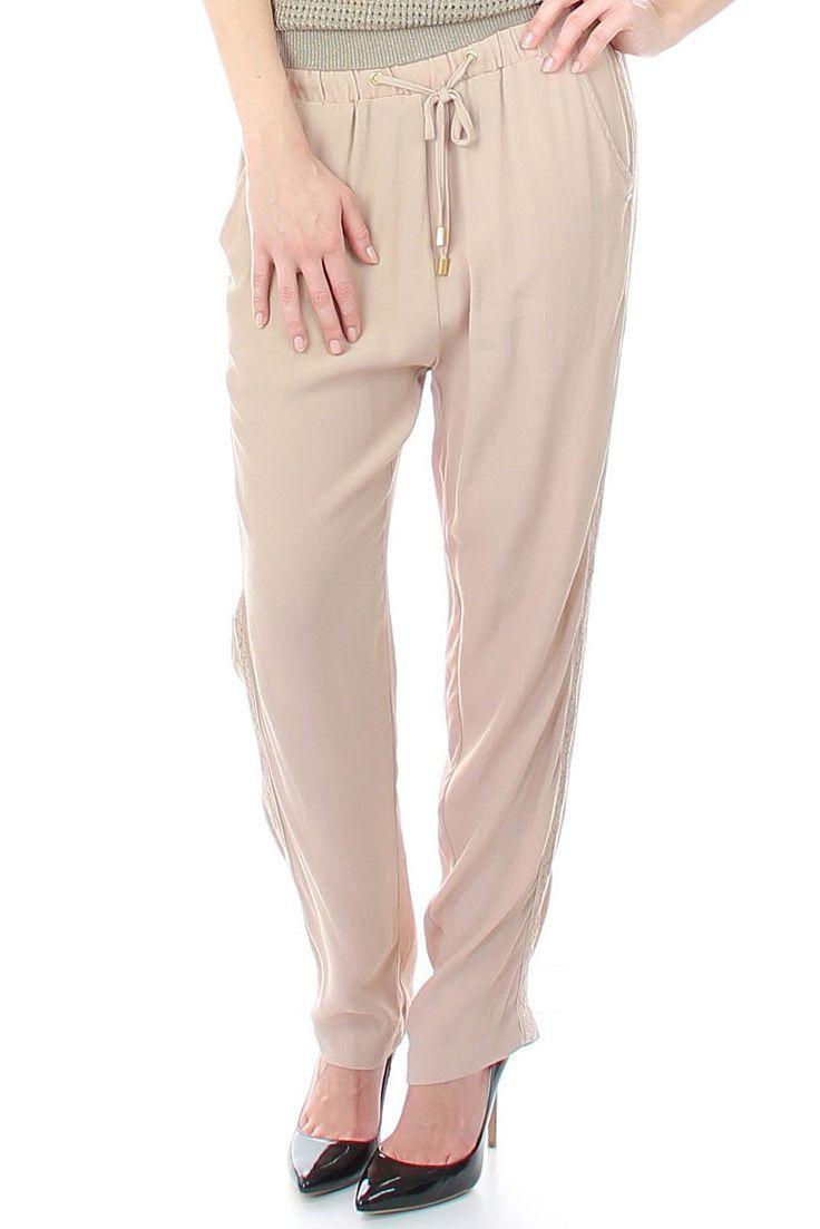 Boho Chic Hose von Gaudi   2 seitliche Einschubtaschen   schicke Häckelung aussen an den Hosenbeinen   die Hose kann zugeschnürt werden, an den Schnurenden befinden sich Goldkappen   elastischer Bund   die Hose ist l&a
