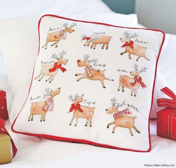 Рождественские олени на подушке. Схемы вышивки крестом (5) (700x667, 310Kb)