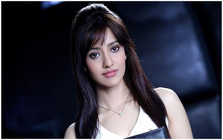 Smart Actress Neha Sharma HD Wallpapers