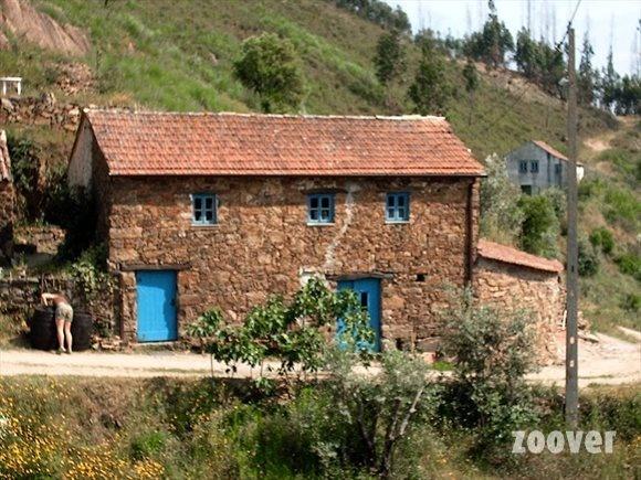 Midden Portugal-Quinta da Fonte - Boerencamping,basic maar  bijzondere plek. Biologisch eten, rust, natuur en een gastvrij onthaal. Tenten e.d. ook te huur.