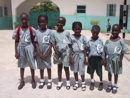 Kaya sieraden doneert aan schoolkinderen in Gambia