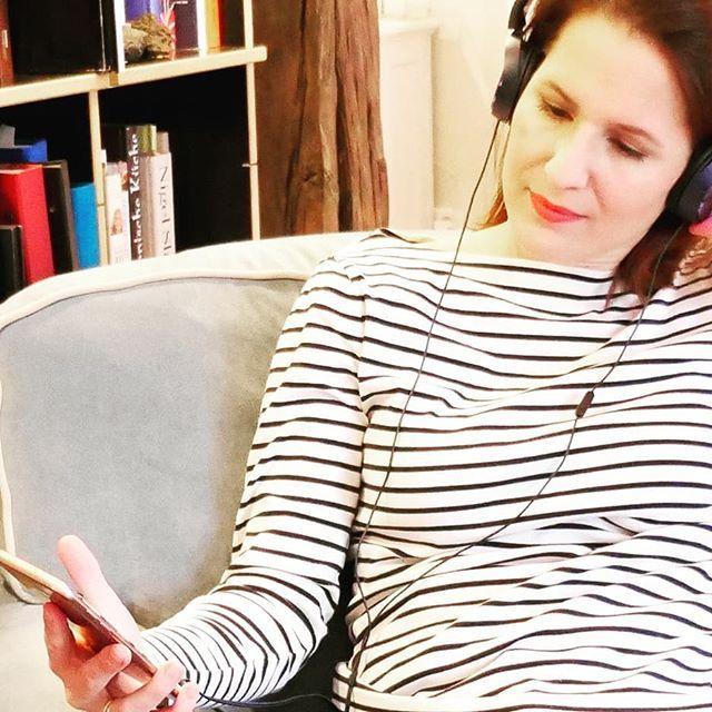 (Anzeige) Heute habe ich ein super Goodie für Euch auf dem Blog. Ich habe die wirklich tolle App @bookbeatde getestet, eine Datenbank mit über 10.000 Hörbüchern und Hörspielen. So toll ist das, wenn auch mal Mama vorgelesen bekommt. Meine Leser dürfen den Service einen Monat kostenlos testen, mehr Infos auf dem Blog, link in Bio #listentothis #bookbeat #hören #listen #hörbuch #hörspiel #mamablogger #metime #bücherwurm