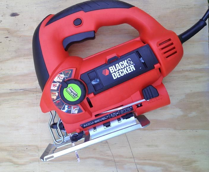 how to use a jigsaw--- I LOVE MY POWER TOOLS...