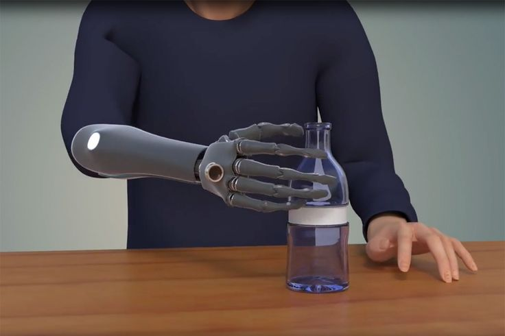 Bionic hand that can see for itself makes things easy to grasp -- An artificial hand is using artificial intelligence to see with an artificial eye. The new prosthetic can choose how best to grab objects placed in front of it automatically, making it easier to use.
