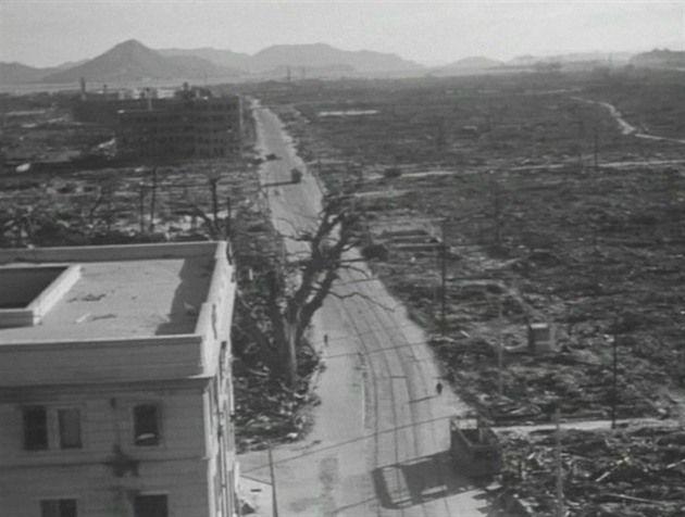 Japonsko zveřejnilo dosud neznámé záběry ruských vojenských dokumentaristů z Hirošimy. První město zničené atomovou bombou navštívili…