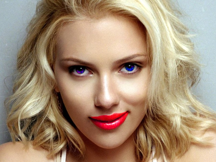 Here we see a woman were we changed the colour of the eyes and her lips with a matrix/saturation/luminosity lens in corel photo paint