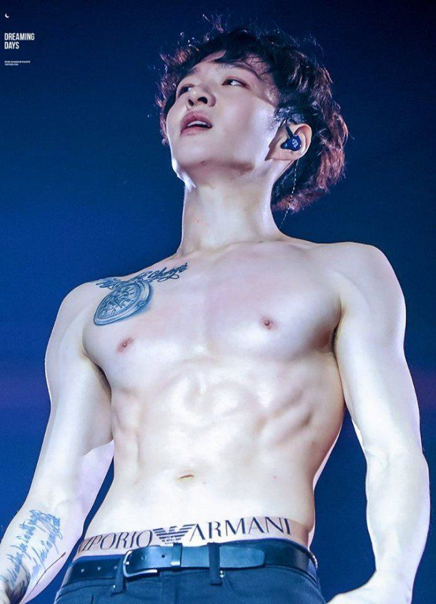 BTOB's Changsub exposed his sexy 6-pack abs!According to fans, Changsub promised to make abs if his fan cafe surpassed 70,000 members, and the goal wa…