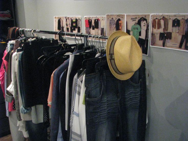 Les vêtements qui seront photographiés durant la journée et nos feuilles de route selon les arrivages en boutique.