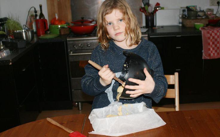 Kruidencake met honing gemaakt door Annemijn uit The Nordic Cookbook van Magnus Nilsson - Kids in the Kitchen
