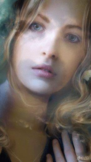 Chiara Anna. ... Le mie labbra si muovono al sorriso; e cerco di contare i battiti del cuore ....dentro .a quel raggio veloce e furtivo di sole;; .