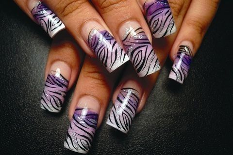 pDanalynn Stockwood used a fan brush to blend the background colors on these nails./p