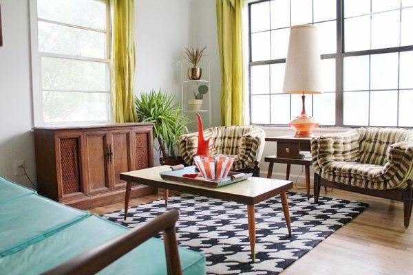 wohnzimmer vintage einrichtung sessel couchtisch teppich weiß schwarz