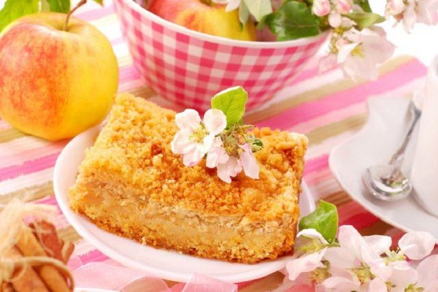 Grated CAKE with cheese and apples