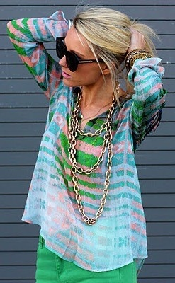 Colors Combos, Fashion, Style, Shirts, Chains, Cute Summer Outfit, Green Pants, Summer Clothing, Bright Colors