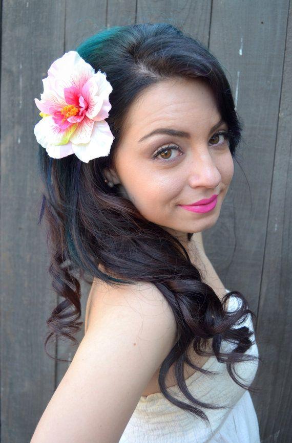 Pince à cheveux fleur avec magnifique white rose Hibiscus hawaïen pour toutes les occasions.  Taille: 5 cm de diamètre, 3,5  de haut.  Pour de grandes