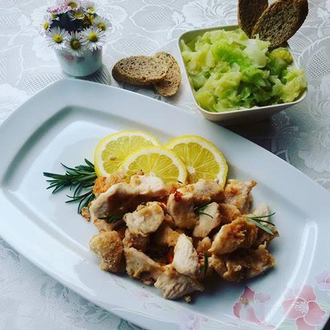 Semplice e veloce ricetta del famosissimo Pollo al limone rivisitata in chiave light per un risultato gustoso ma al contempo leggero! Buon appetito!