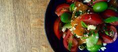 Una ensalada de tomate con albaricoques y queso feta, un delicioso bocadillo de rosbif con encurtidos o un postre bien frío como los limones helados: este menú es para ti.