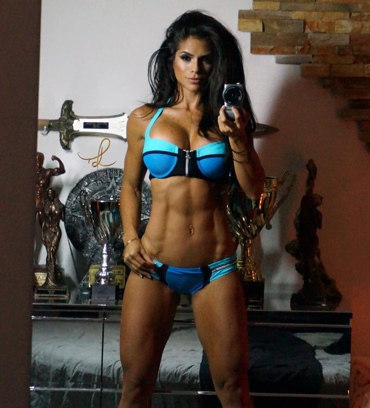 Michelle Lewin  Ummmmm wow. See this is why you lift heavy often and fast.  #BreakNecks