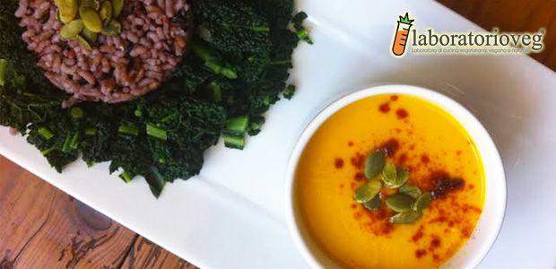 Una ricetta buona e sana? Questa è molto di più grazie alla presenza di verdura di stagione, curcuma, zenzero e semi accompagnati dal riso java! Un piatto davvero unico!