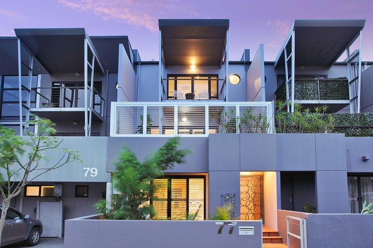 Modern 3-level residence perfect for live