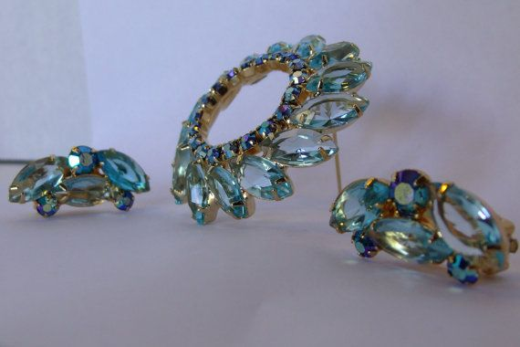 Bight beautiful Juliana brooch and earring set, a must have for Juliana jewelry collectors. This Juliana open back aquamarine & dark blue ab aurora borealis set of earrings & brooch are in extremely good vintage condition. Eye catching set is clear and lovely.  This stunning clear blue rhinestone un-marked prong set has the points of Juliana jewelry. The brooch and earrings have unfoiled open back Navette rhinestone, with close back ab rhinestones, a joint and catch pin back, on shiny…