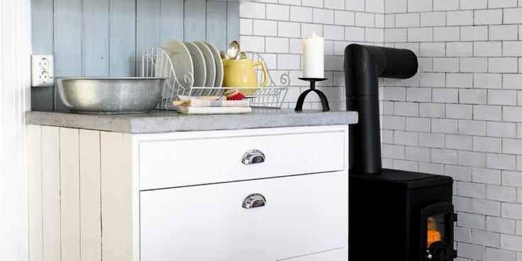 LAGE KJØKKEN SELV: Dette kjøkkenet kan du enkelt lage selv fra Ikea skrog. © FOTO: Per Erik Jæger