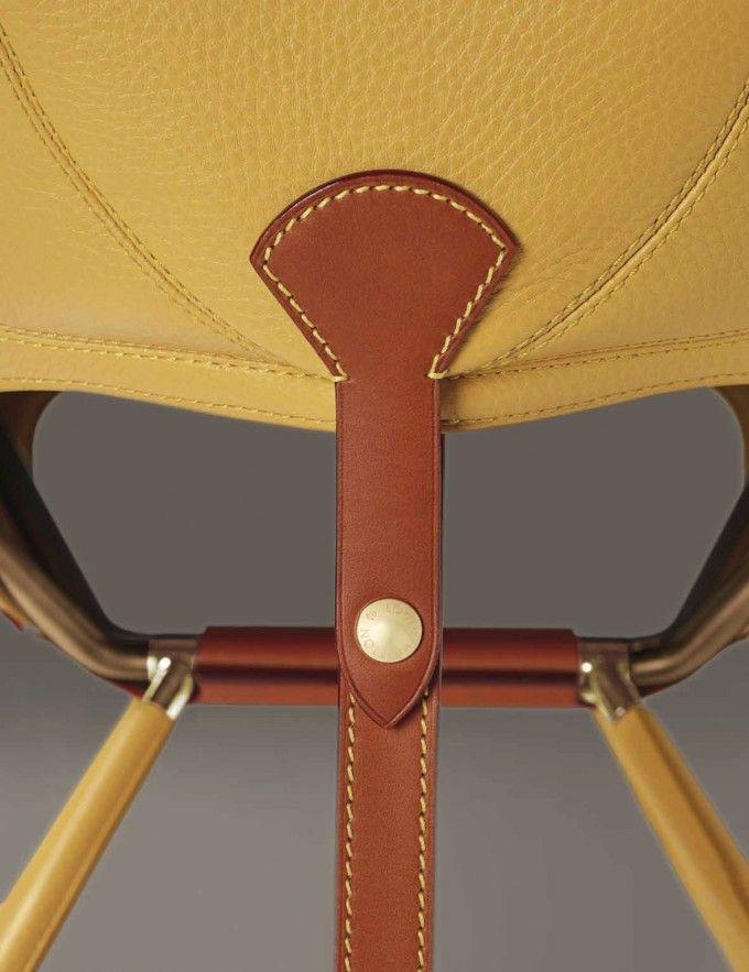 Dalla sua fondazione nel 1854, Louis Vuitton è stato il sinonimo dell'Arte del Viaggio. In occasione del Salone del Mobile 2015, la maison presenta la nuova collezione di Objets Nomades: 9 designer reinterpretano il viaggio... →