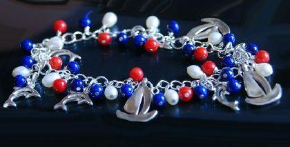 """Bratara """"Sail Away"""", miscatoare, cu riverstone albastru, coral rosu si perle de cultura, placata cu argint by banadesigns, 35 lei"""