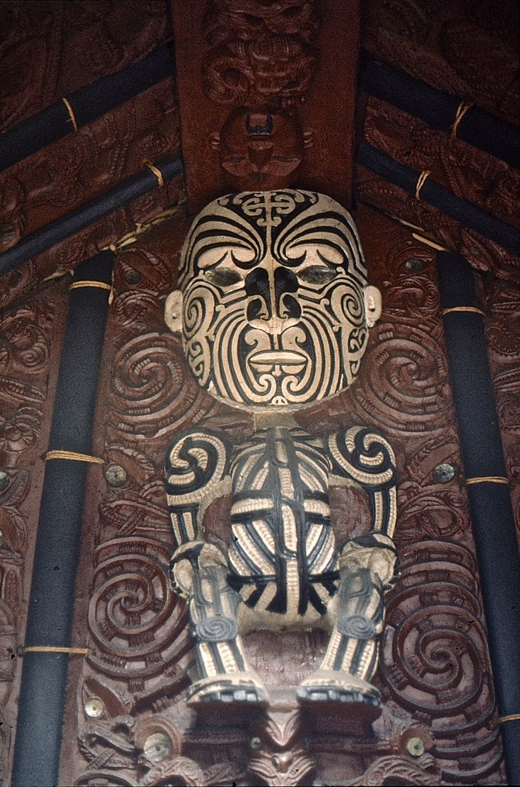 Classic Maori ancestor figure supporting central house beam. G.MacDonald photo