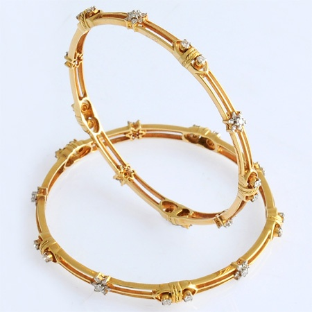 Buy This Exclusive Diamond Bangle And Look Different