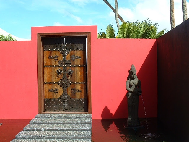 Fiji Hideaway Resort & Spa Entrance to the beachfront spa