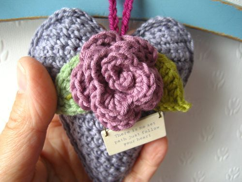 Attic 24 free pattern for a Rose Heart Hanger