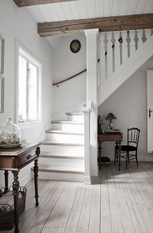 Lovely examples of country cottage decor, roundup on Dagmar's Home, http://DagmarBleasdale.com #farmhouse #cottage #white #staircase #entryway