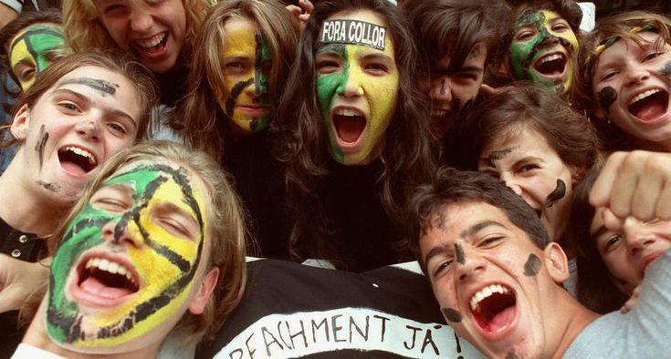 Passeata estudantil dos caras pintadas no Rio reúnem milhares de jovens e pede o impeachment do então presidente Fernando Collor