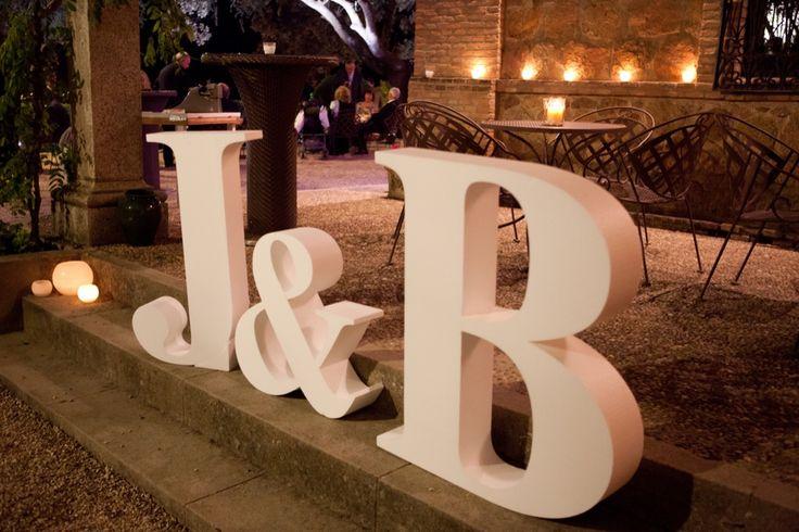 Photocall realizado con letras de foam personalizadas de 1m de alto by chic weddings