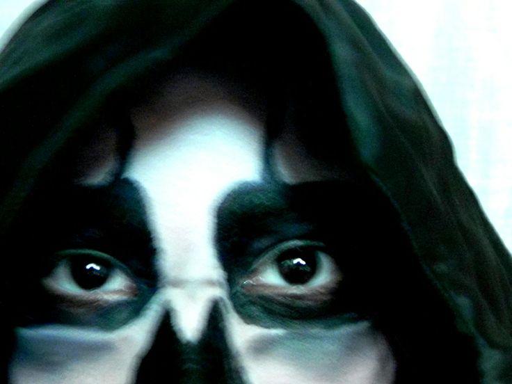 maquillaje calavera lapiz de ojo negro pintura de fantasia negra y blanca
