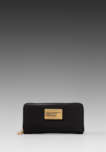 MARC BY MARC JACOBS Classic Q Vertical Zippy in Black